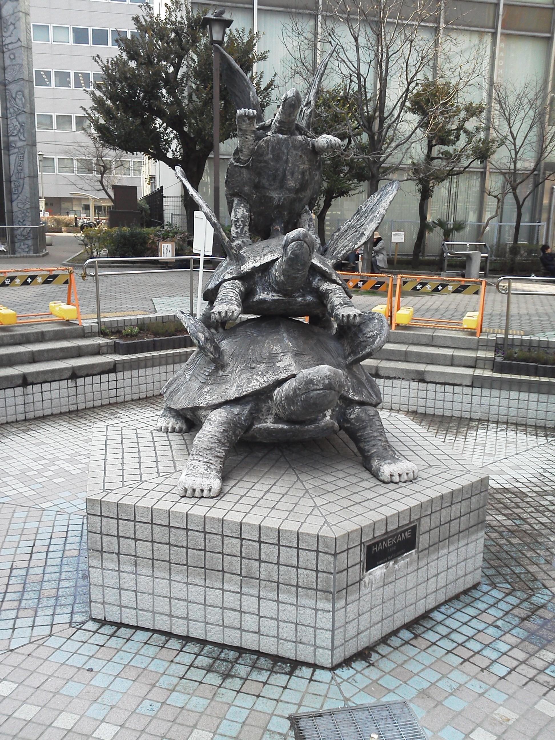 錦糸町駅前広場のオブジェ