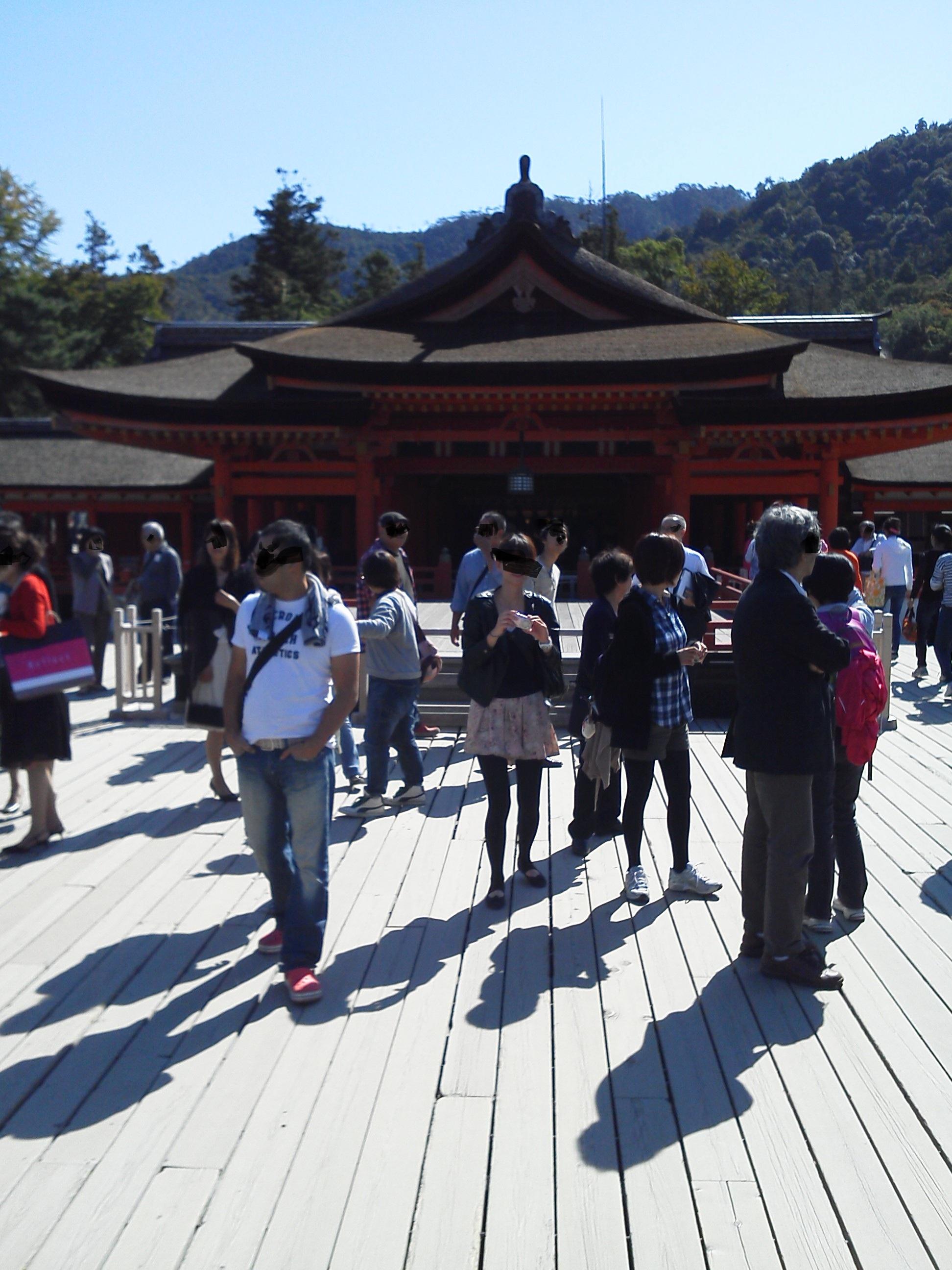 厳島神社 の拝殿 正面