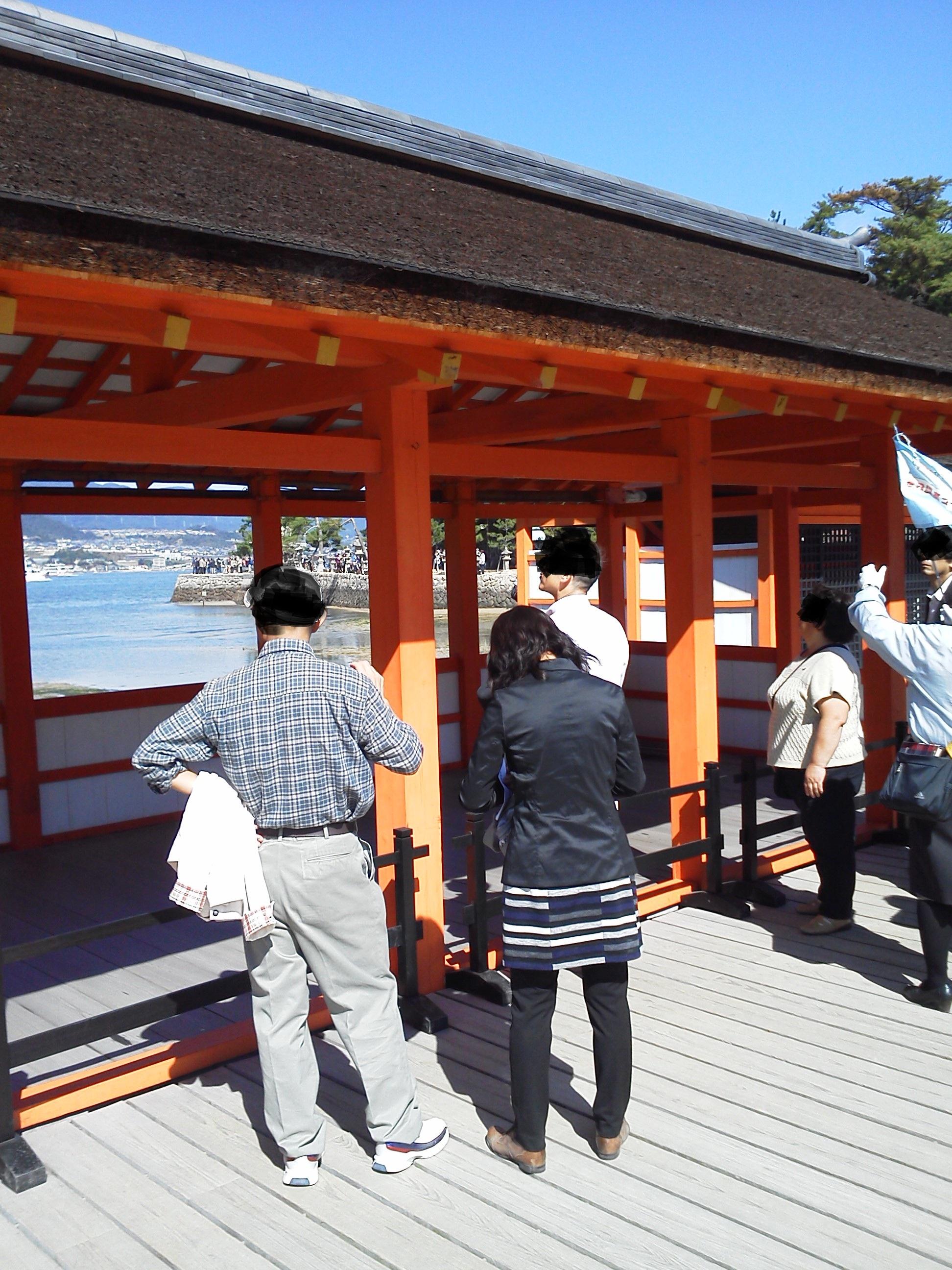 厳島神社 の社殿の茅葺