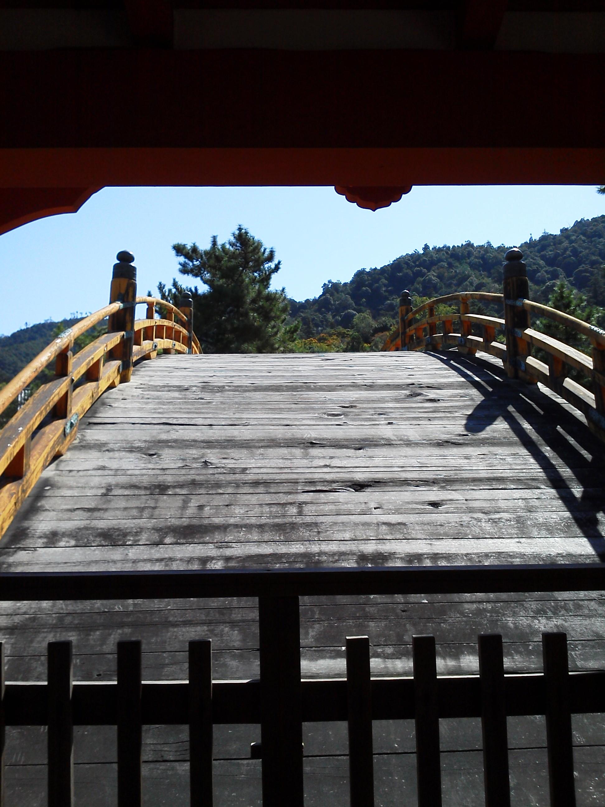 厳島神社 の橋の正面