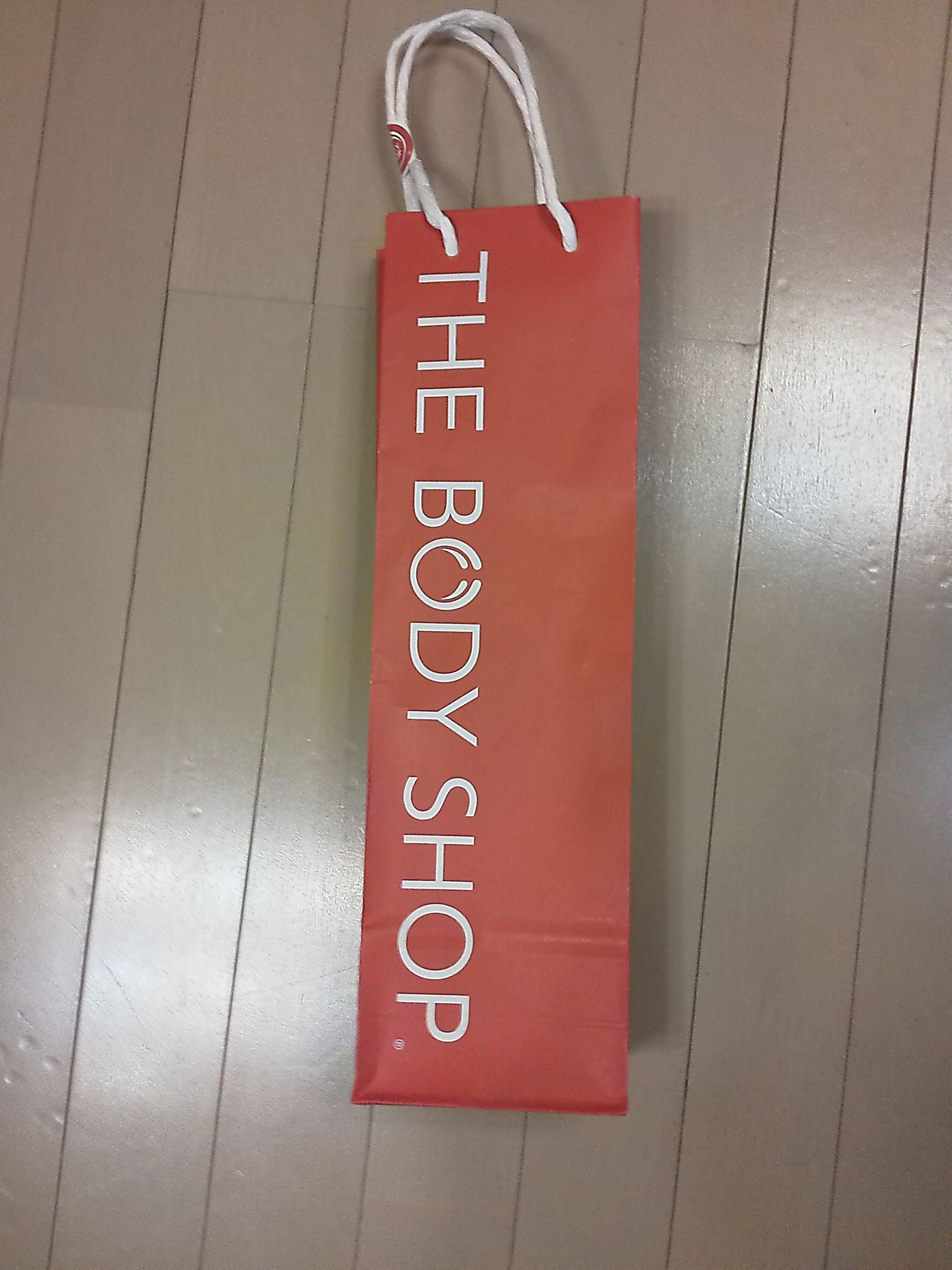 The Body Shopの赤い袋