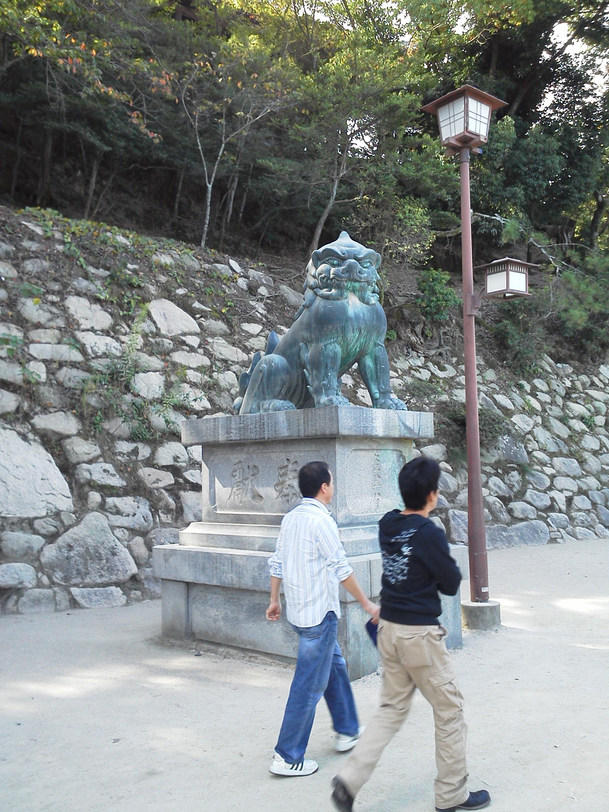 宮島の厳島神社の狛犬