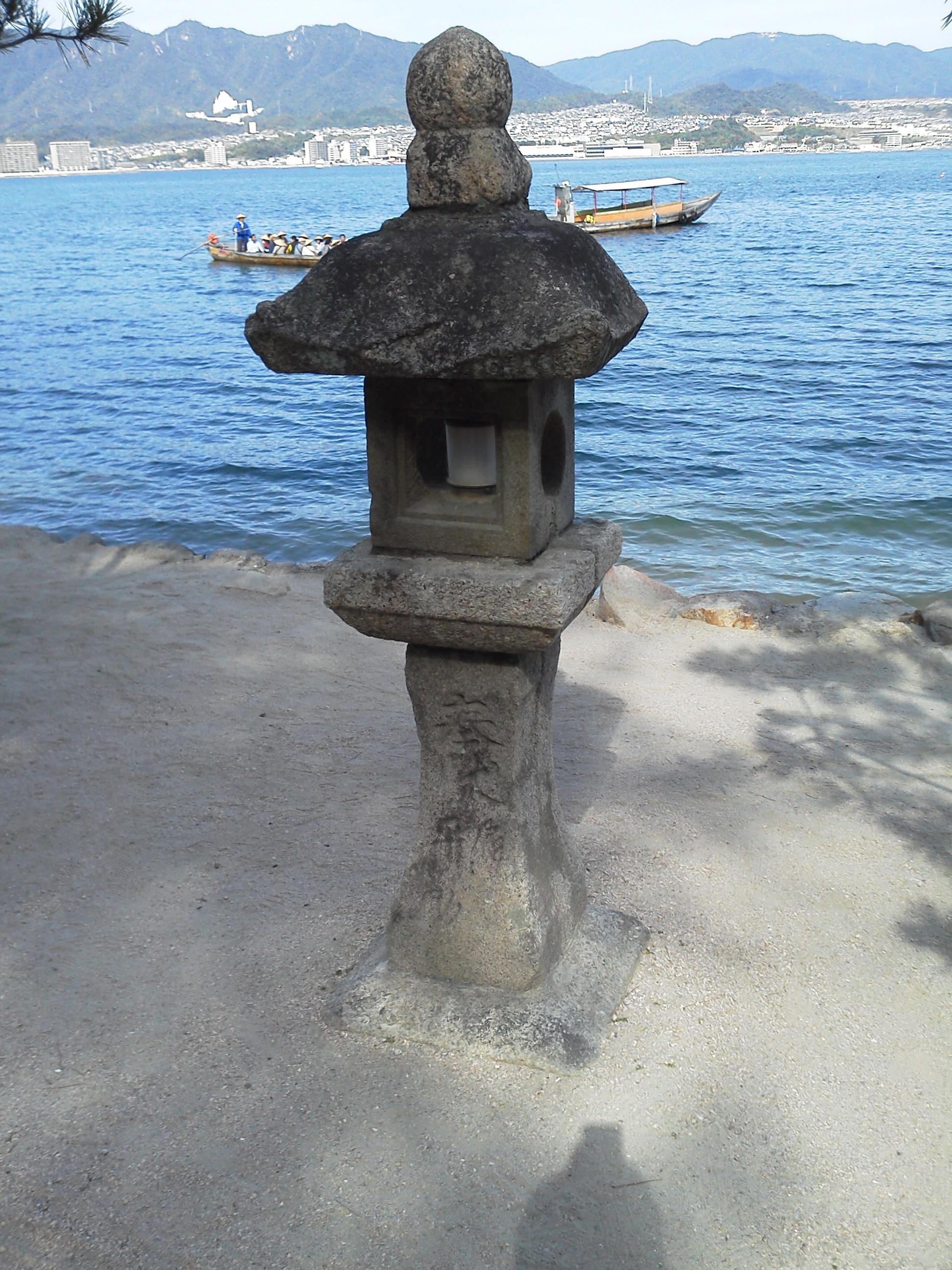 宮島の厳島神社の灯篭