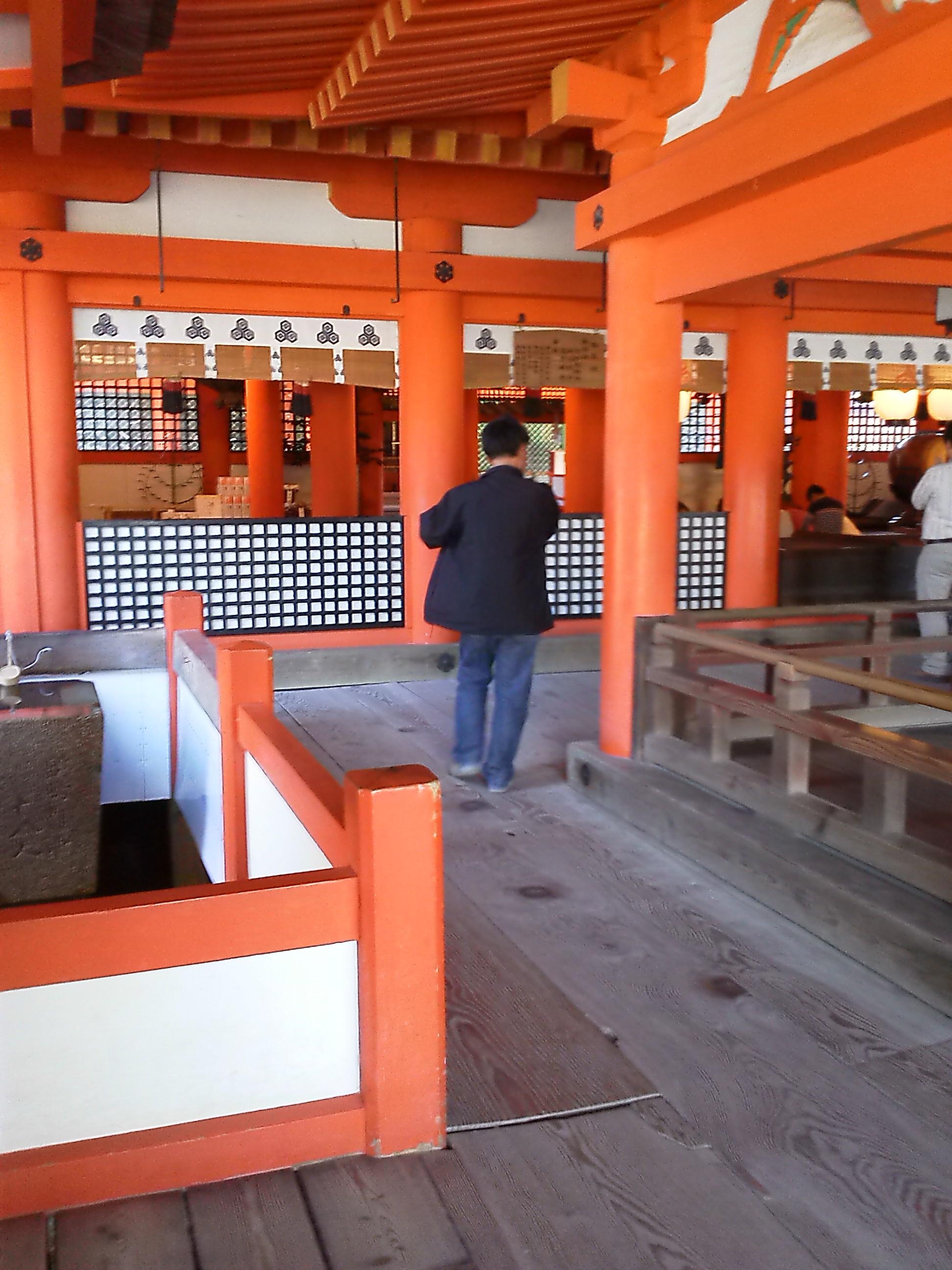 厳島神社の本殿or拝殿